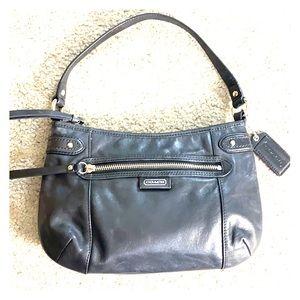 💕 Coach black leather medium shoulder bag 💕